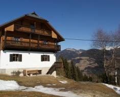 Tierfreundliche große Hütte in den Bergen